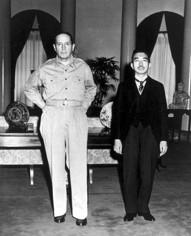 Macarthur_Hirohito